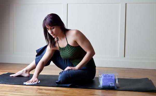Cách vệ sinh thảm tập yoga